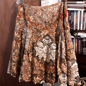 Dresses & Skirts - Pretty vintage skirt, size 6